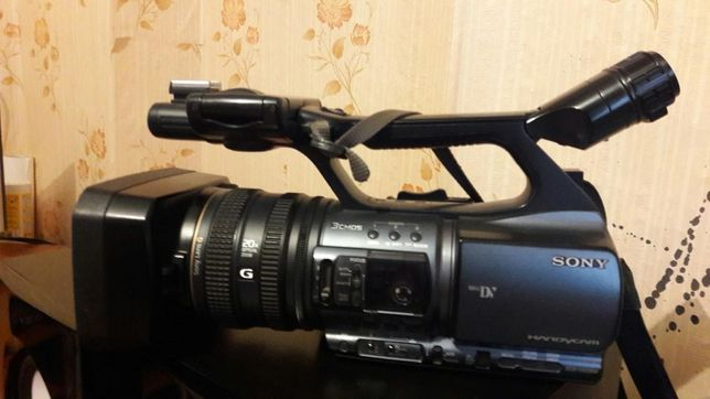 Продаётся видео камера