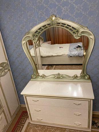 Продам спальный шкаф и комод с зеркалом