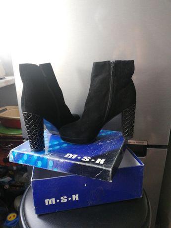 Продам ботильоны на высоком каблуке, замшевые, стильные, обувь женская