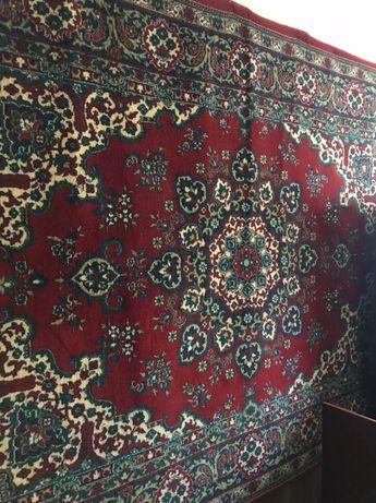 Продаётся шерстяной ковёр 2.6 на 1.5 м