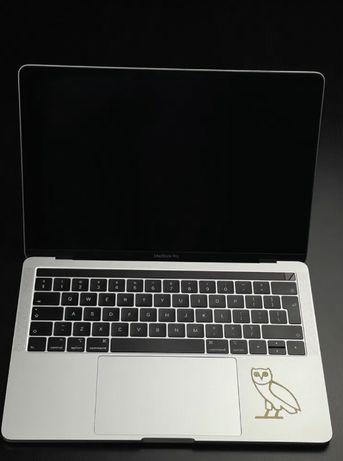 Macbook Pro 2018 13' cu TouchBar, 256 GB SSD