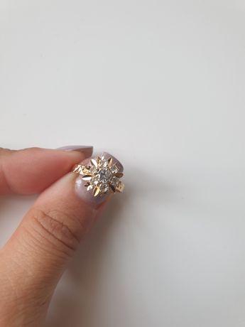 Inel din aur de 18 ka cu safire albe