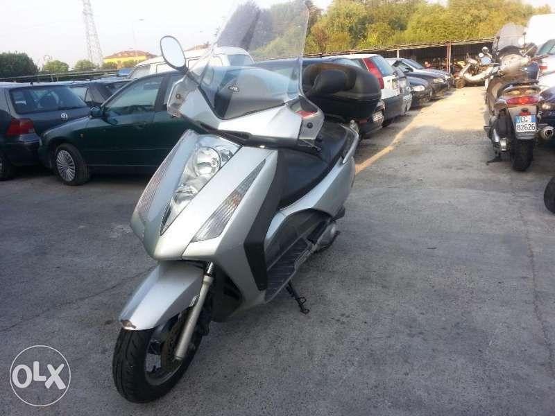 Мотоциклет скутер Хонда пантеон (Honda Pantheon) 150 2т. и4т -на части гр. Пловдив - image 1