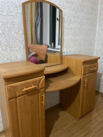 Срочно продам туалетный столик