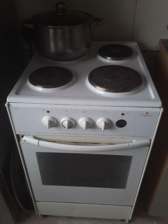 Продаю электрическую плиту.