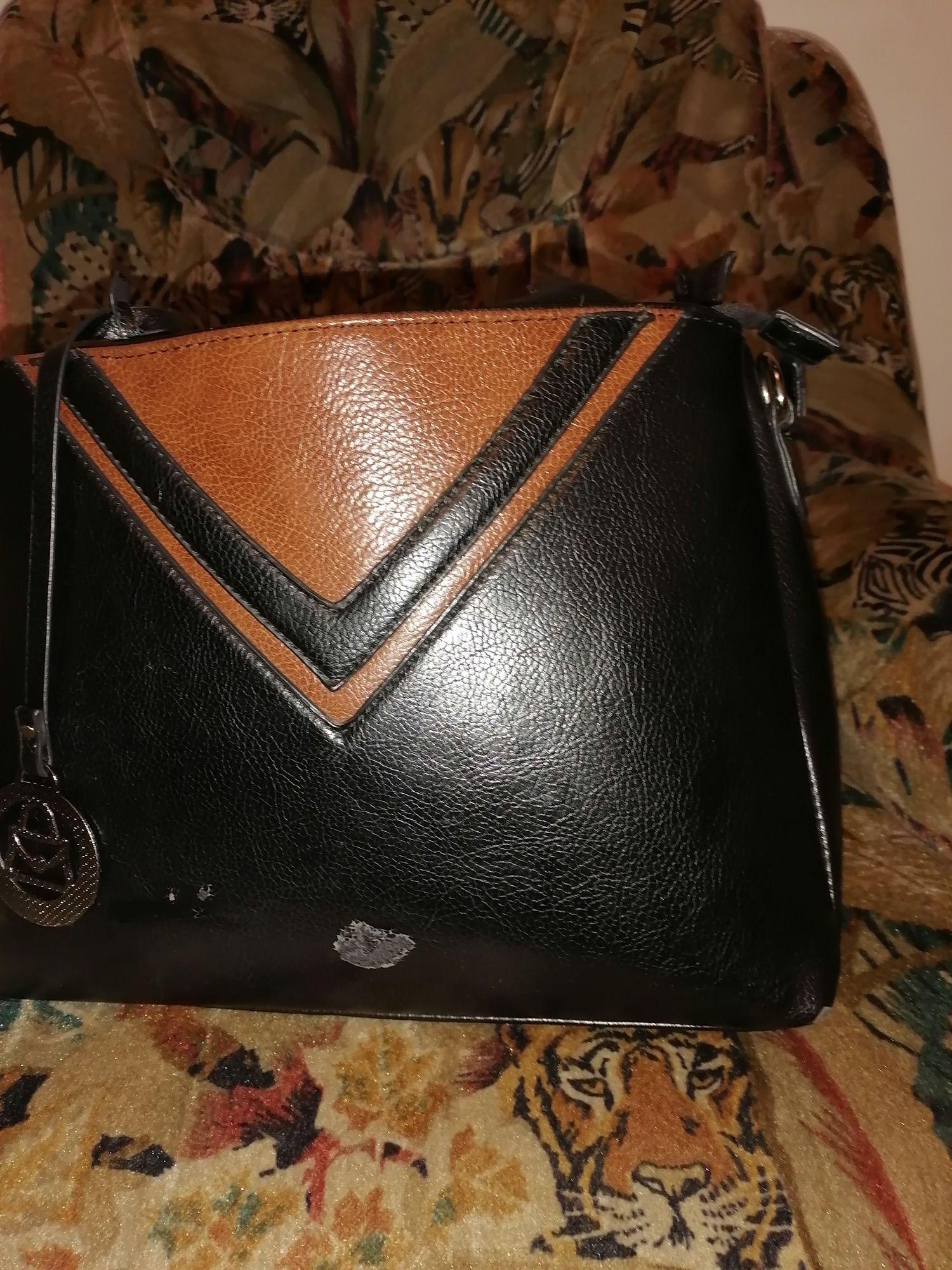 Vând geanta poșetă