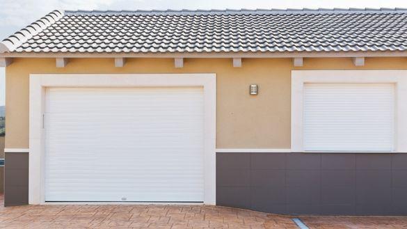 Ролетни гаражни врати, секционни врати и врати за индустрията