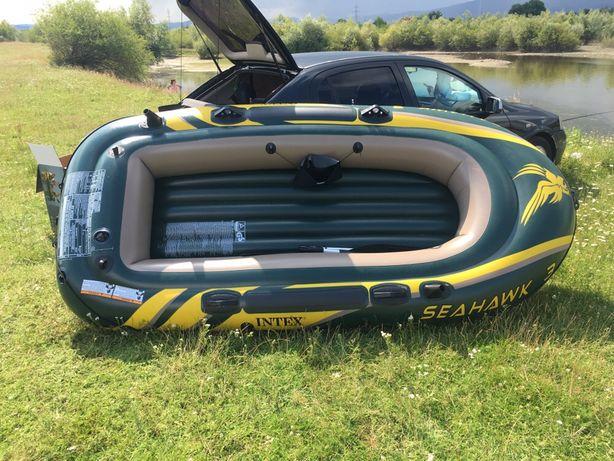 Vând barca pneumatica