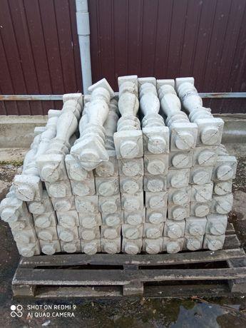 Vând piloni din beton