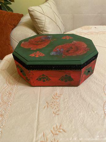 Кутия декупаж червено