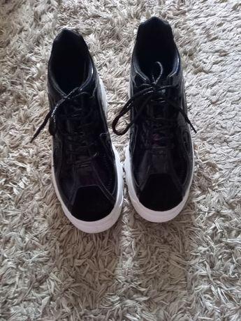 Спортни обувки..