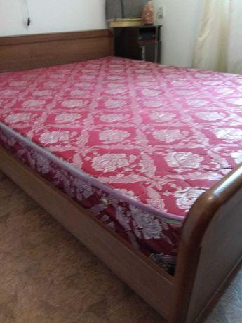 Кровать двухспальная с ортопедическим матрацем