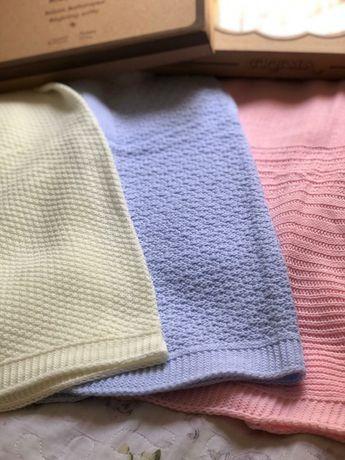 Пледы, одеяло и Наборы на выписку и 40 дней