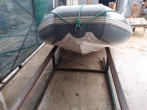 Лодка риб със мотор Меркурий 4