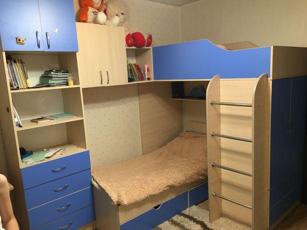 Детская стенка с двумя кроватями