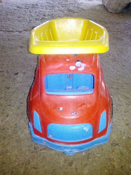 Продавам детски камион