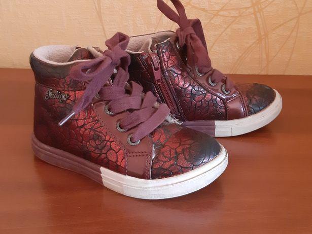 Продам ботинки б/у на девочку размер 26, сезон весна-осень