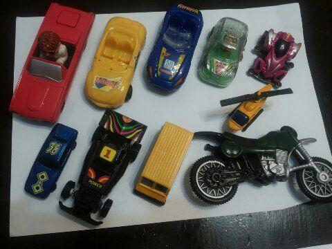 Пластмасови играчки - колички и фигурки - СОЦ