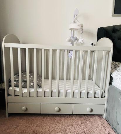 Patut bebe din lemn masiv 64*124 cm