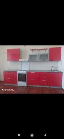 Кухонная гарнитура в хорошем состоянии.