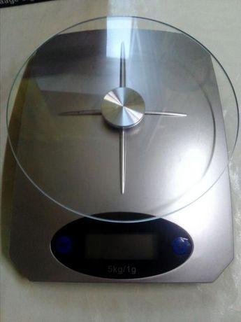 Кухонные весы с дисплеем