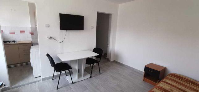 Inchiriez apartament cu 2 camere -  dau in chirie apartament