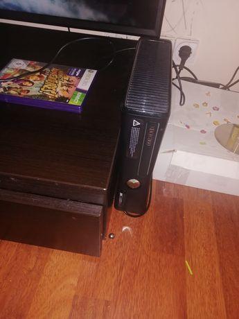 Vând Xbox 360 perfect funcțional