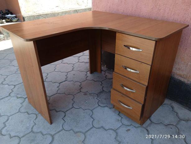 Продам угловой столик