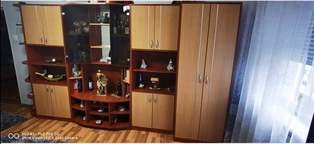 Mobila sufragerie și cuier. Mobila sufragerie are 365 cm și 5 corpuri.