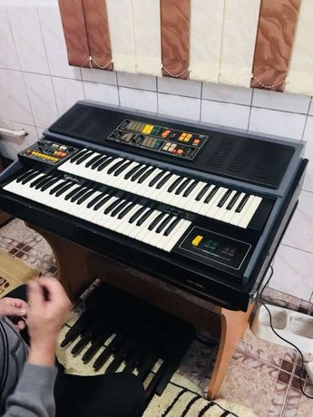 Vând pianina orga electronica GODWIN