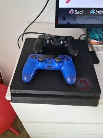 Consolă PS4 + GTA5 inclus