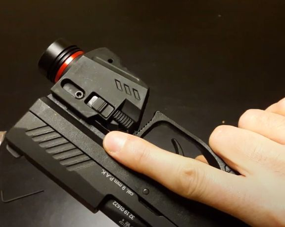 Тактически пистолетен фенер с лазерен прицел