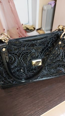 Продам  новую  стильную      лакированную   сумкк