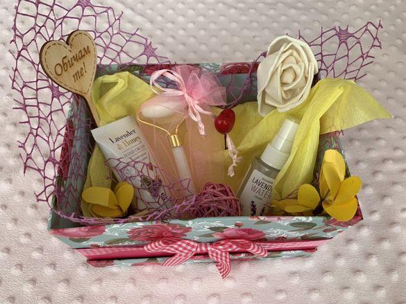 Подаръчен комплект Свети Валентин с нефритен ролер за масаж