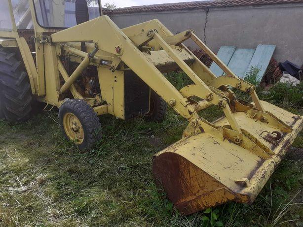incarcator frontal tractor buldoexcavator