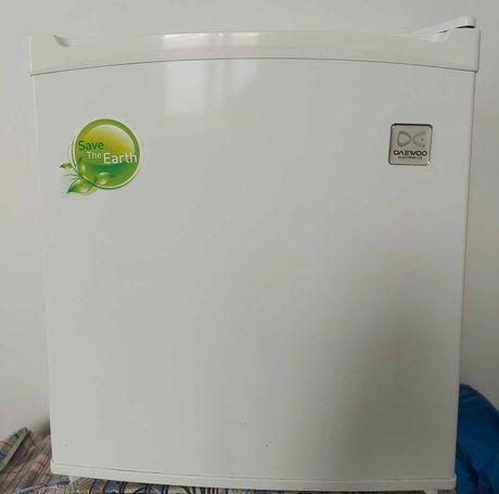 Минихолодильник Daewoo.