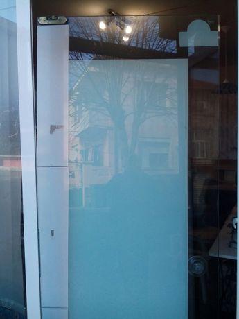 Витринна врата