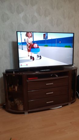 Продам тумбу деревянную под телевизор  широкую,  под большой экран