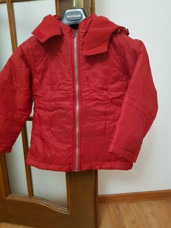 Продам куртку осень на 5 лет Польша