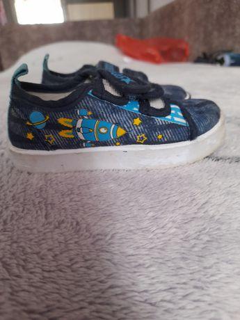Продам детскую обувь возраст от года до двух
