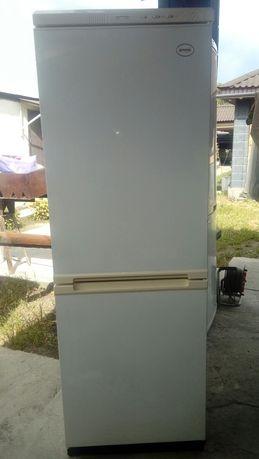 Морозильник сверху шкаф для посуды 20000 тенге. Возможна доставка.