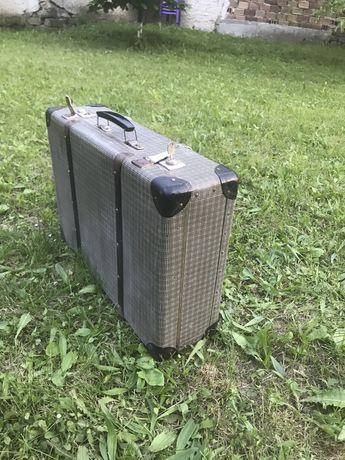 Ретро куфар жакарден