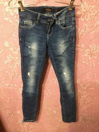 Каждая по 500тг джинсы бу . Размер 32. Маленький.
