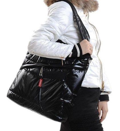 Имаме 100% чисто нова и висок о качество водоустойчева дамска чанта
