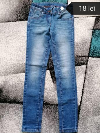 Pantaloni fete mărime 140