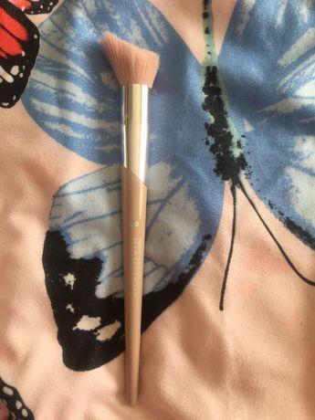 Pensula Fenty Beauty pentru iluminat