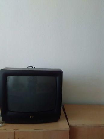 Продам телевизоры . Один большой LG и портативный Panasonic.