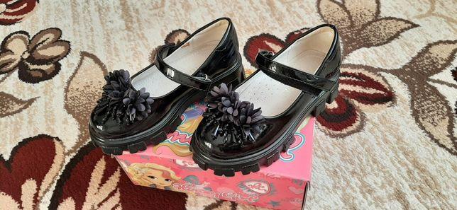 Продам детские туфли р. 27