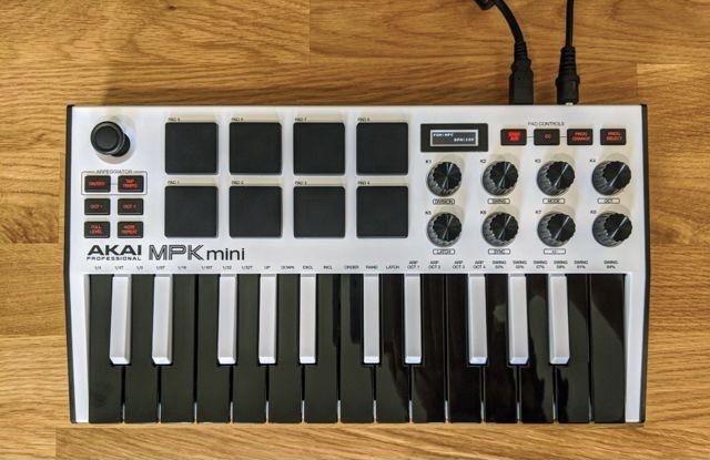 Akai MPK Mini Mk3 миди клавиатурах