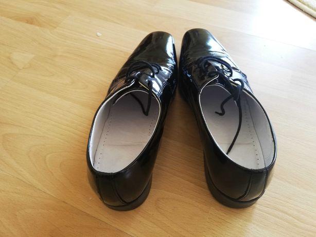 Pantofi din piele lăcuiți - barbati (marimea: 41)